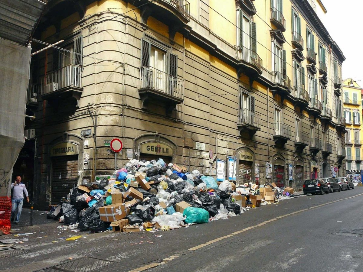 trash-in-naples